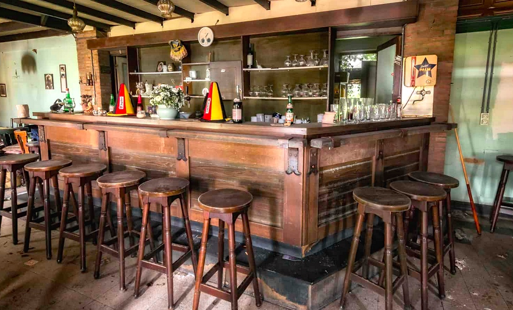 6 April - shut down pub bar