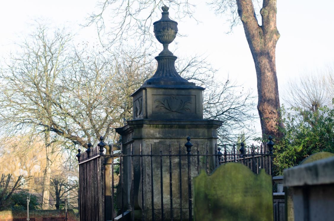 Hogarth's tomb - Nick Raikes_web