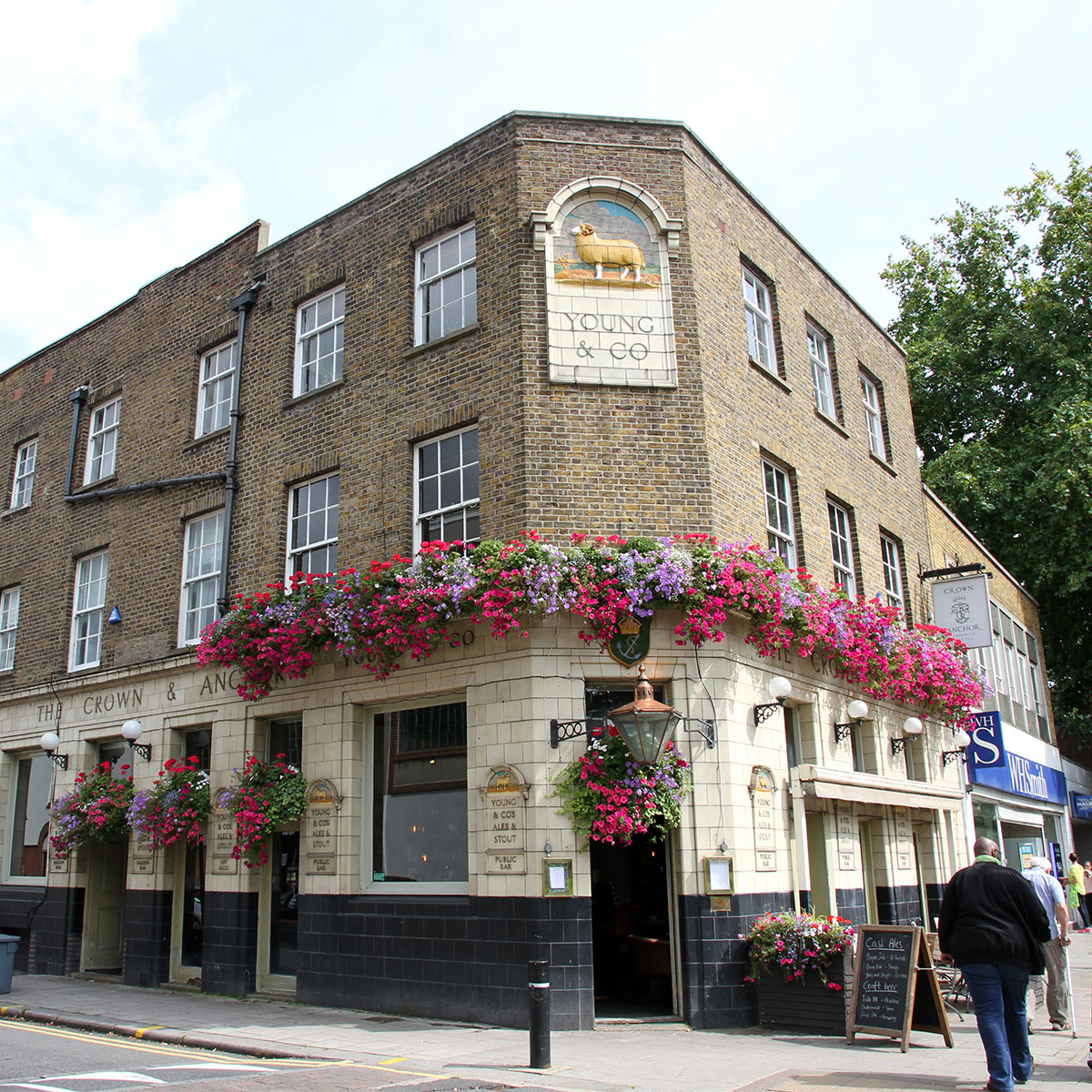 Crown-and-Anchor-Chiswick-Exterior-optimised
