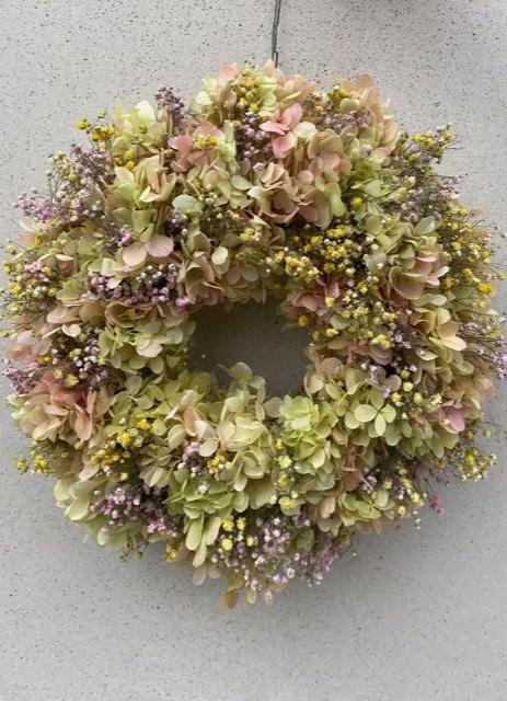 Lifelike Flowers Wreath & Candle Ring