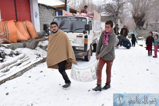 hashoo distributes relief items in brep chitral12