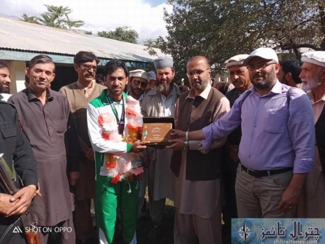 international atheleats siyar baig reached chitral 1
