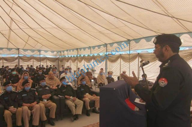 dpo chitral meeting with police jawans3 1