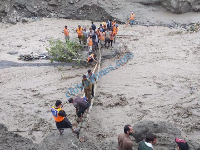 reshun flood and alkhidmat volunteers