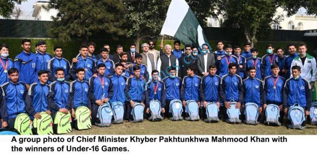 Cm kp distributing awards among under16 player4