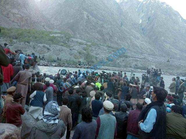 chitral a vehicle plunged into river in Yarkhoon valley while crossing Onawoch bridge resulting nine persons died including two women. pic by Saif ur Rehman Aziz 7