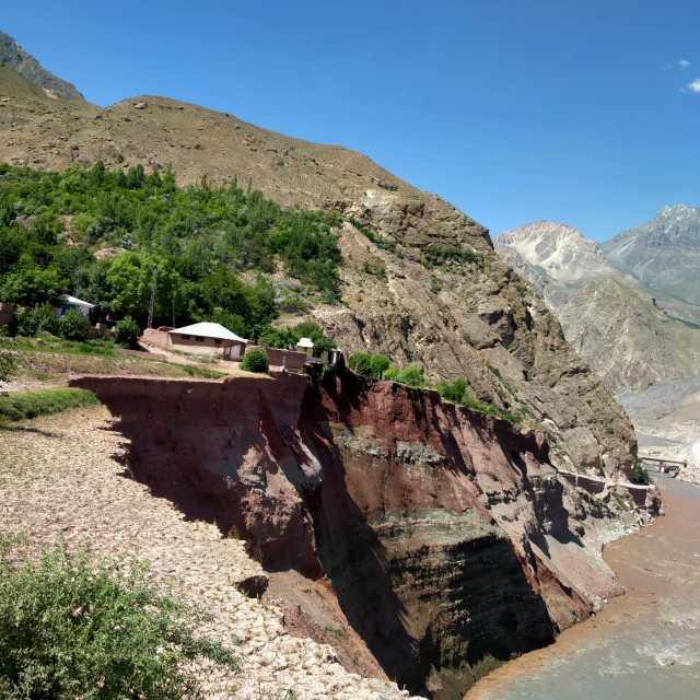 chitraltimes reshun river erosion road block9