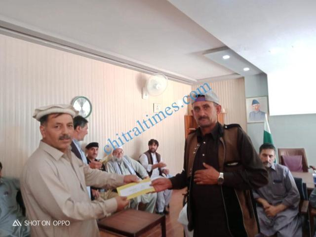 chitraltimes chitral information and helping group distribute relief1