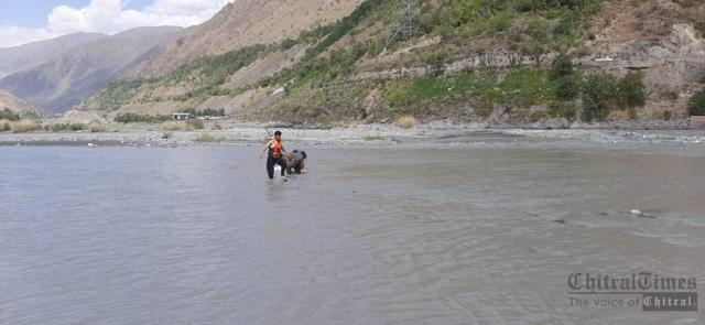 chitraltimes rescue1122 rescued dead body chitral river1