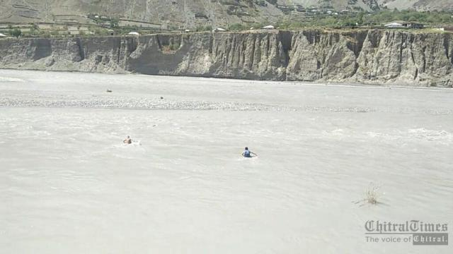 chitraltimes rescue1122 river surching dead body