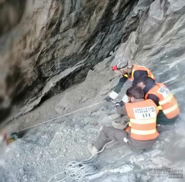 chitraltimes rescue 1122 rescued a man in laspur upper chitral2