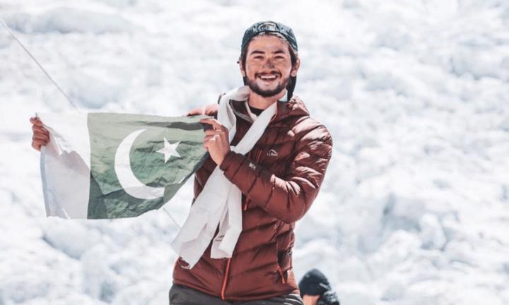 Pakistani teenager scales Mount Everest