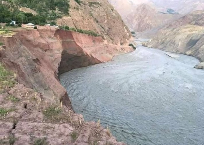 Upper Chitral and Lower Chitral disconnected at Reshun