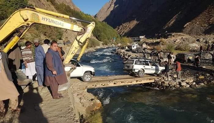 Traffic restored on Garam Chashma road