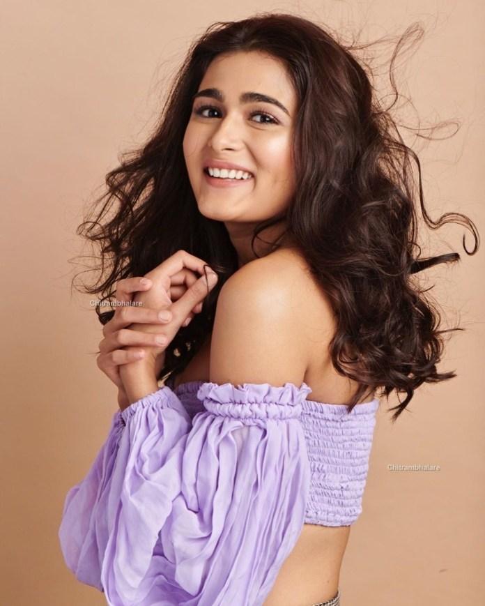 Actress Shalini Pandey hot Photo Shoot pics