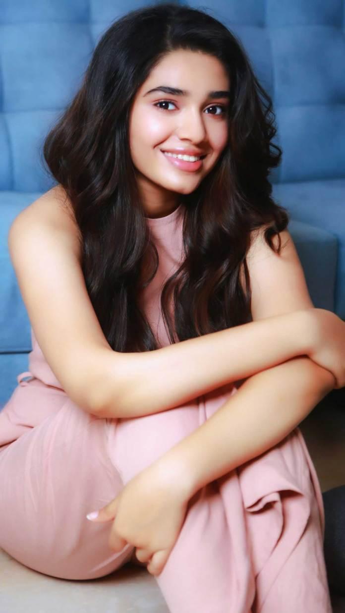 Tamil Actress krithi shetty recent pics
