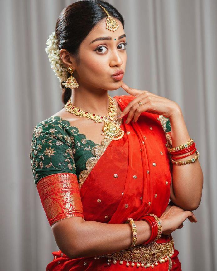 nivetha pethuraj Hot Saree photos