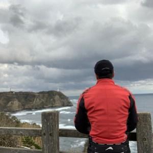 外房・勝浦の八幡岬公園から勝浦灯台を望む