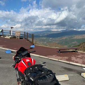 山の尾根から見下ろす壮観な風景@西丹那駐車場withCBR650R