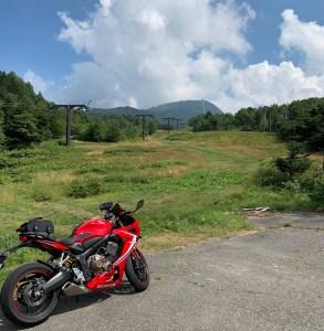 夏の緑あふれる志賀草津道路風景・横手山スキーセンターにてwith CBR650R