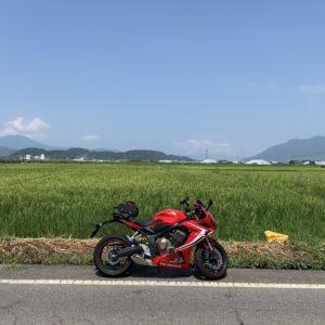 信州中野市の田園風景にてwith CBR650R