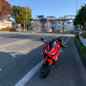 帰路につく中央道松川ICにてwith CBR650R