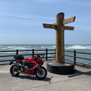 静岡県御前崎岬の最南端モニュメントにてwith CBR650R
