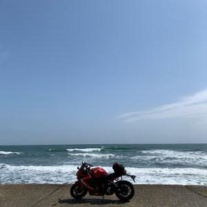 外房の陸と海のボーダーラインの海しかない風景にてwith CBR650R