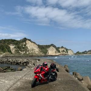 外房の陸と海のボーダーラインにてwith CBR650R
