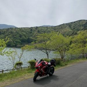 田貫湖の新緑とCBR650R