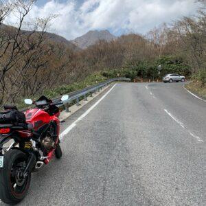茶臼岳を目指して、那須街道をひたすら登るCBR650R