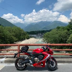 高瀬川に架かる橋より北アルプス方面を望むwith CBR650R
