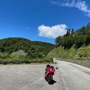 西吾妻スカイバレーのスカイライン的ロード風景with CBR650R