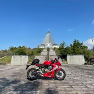 朝日を浴びる小諸高原美術館with CBR650R