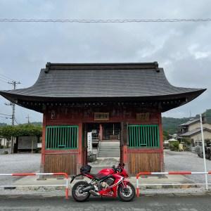 渋い紅の秩父礼所・五番 語歌堂with CBR650R②