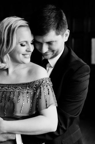 A Glamorous, Gatsby Engagement Photo Shoot