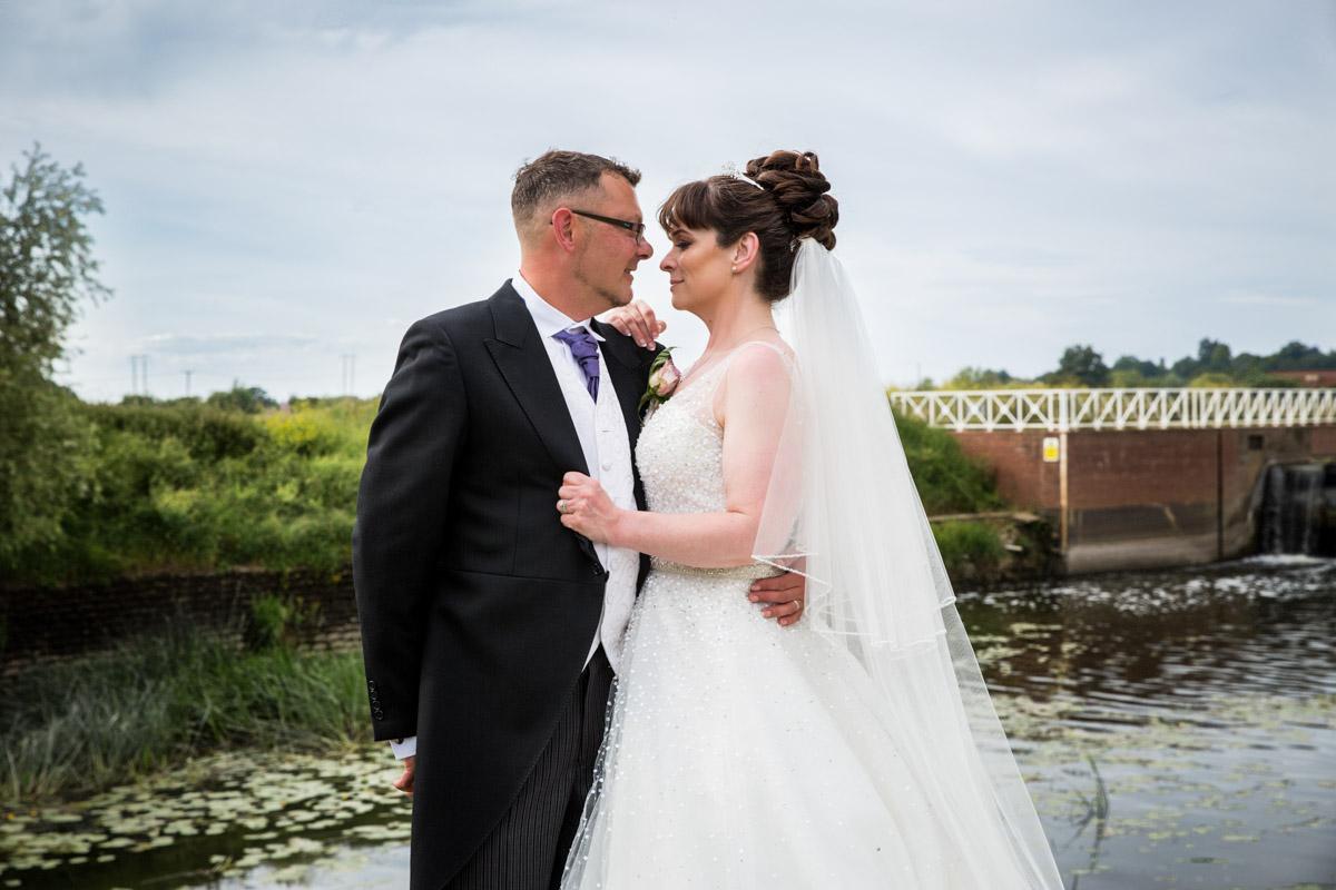 Tewkesbury wedding photographer. Victoria gardens Tewkesbury
