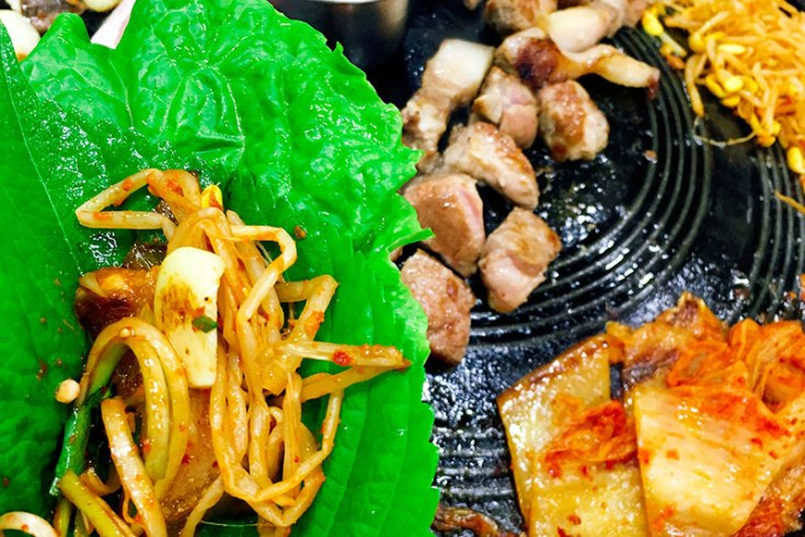 A Foodie's Guide: Korean BBQ for Dummies - How to eat like locals, plus insider's tips | www.chloestravelogue.com |#koreanfood #bbq #ssam #쌈 #삼겹살