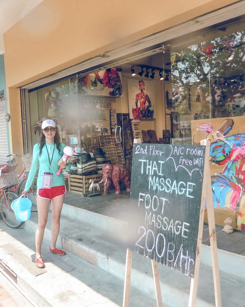 Chloe@Chloe's Travelogue gets ready for Songkran with water gun, water bucket and waterproof gears