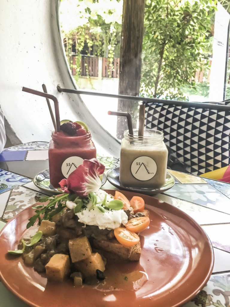 Things to Do in Chiang Mai - Appreciate Arts While Brunching   www.chloestravelogue.com #Thailand #ChiangMai #ThailandInsider #Nimman #ArtCafe #Coffee #CafeCulture