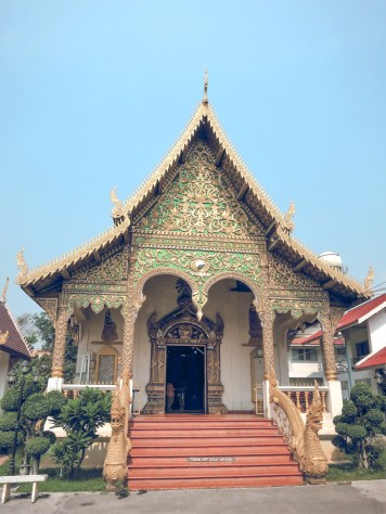 Things to Do in Chiang Mai - See All Four Must-See Temples in Chiang Mai | www.chloestravelogue.com #Thailand #ChiangMai #ThailandInsider #Temples #oldcity #WatChiangMan #Buddha #Jackfruit #elephantstatue