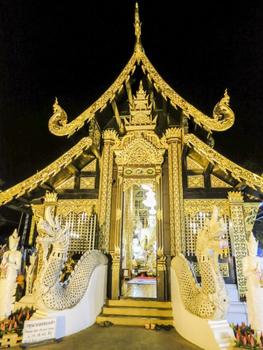 Things to Do in Chiang Mai - See All Four Must-See Temples in Chiang Mai | www.chloestravelogue.com #Thailand #ChiangMai #ThailandInsider #Temples #oldcity #WatPhraSingh #GoldenStupa #Buddha
