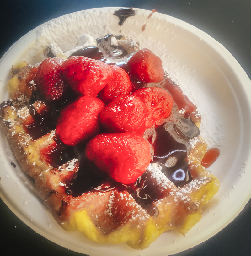 One day in Brussels: Start your day with Belgian Waffle | #Brussels #itinerary #BelgianWaffle #breakfast #MaisonDandoy | www.ChloesTravelogue.com