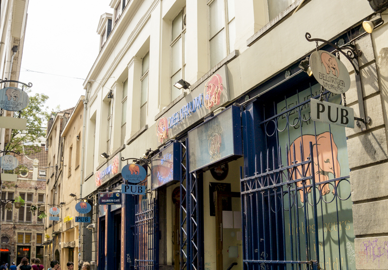 One day in Brussels: Sip Belgian Beers at Delirium Cafe | #Brussels #Bruxelles #itinerary #Europe #BelgianBeer #Bar #Delirium #GuinnessWorldRecord #Landmark | www.ChloesTravelogue.com