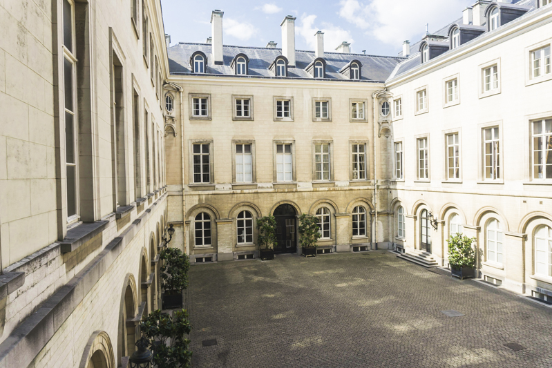 Summer in Brussels: A Photo Guide to the Royal Palace of Brussels | Courtyard