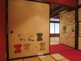 Higashi Chaya (Kanazawa Geisha District) | Visit Kaikaro Teahous to peek at the glamorous Japanese edo-period geisha house | #Kanazawa #higashichaya #Geisha #kaikaro #irori #japanesedessert #goldleaf | chloestravelogue.com