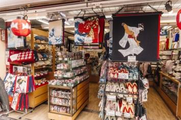 Things to Do in Asakusa | Buy Japanese Souvenirs at Nakamise Shopping Street | #Asakusa #Tokyo #ThingstoDoinAsakusa #KaminarimonGate #Nakamise #AsakusaFood
