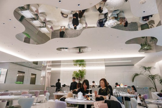 Where to Eat in Ginza | Dior Cafe by Pierre Herme | #Ginza #Tokyo #GinzaThingstoDo #Japan #GinzaFood #GinzaCafe #DiorCafe