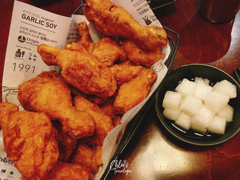 [What to Eat in Hongdae & Where] 1. Korean Fried Chicken | #Hongdae #Seoul #TravelKorea #AsiaTravel #KoreanFood #KoreanFriedChicken