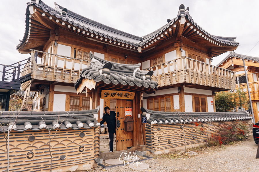 Where to Stay in Gyeongju: Immerse yourself with Korean traditional culture at a hanok guesthouse on Gyeongju's trendiest street! #WheretoStay #Gyeongju #hanok #hwangnidangil #SouthKorea #Korea #KoreaTravel #AsiaTravel